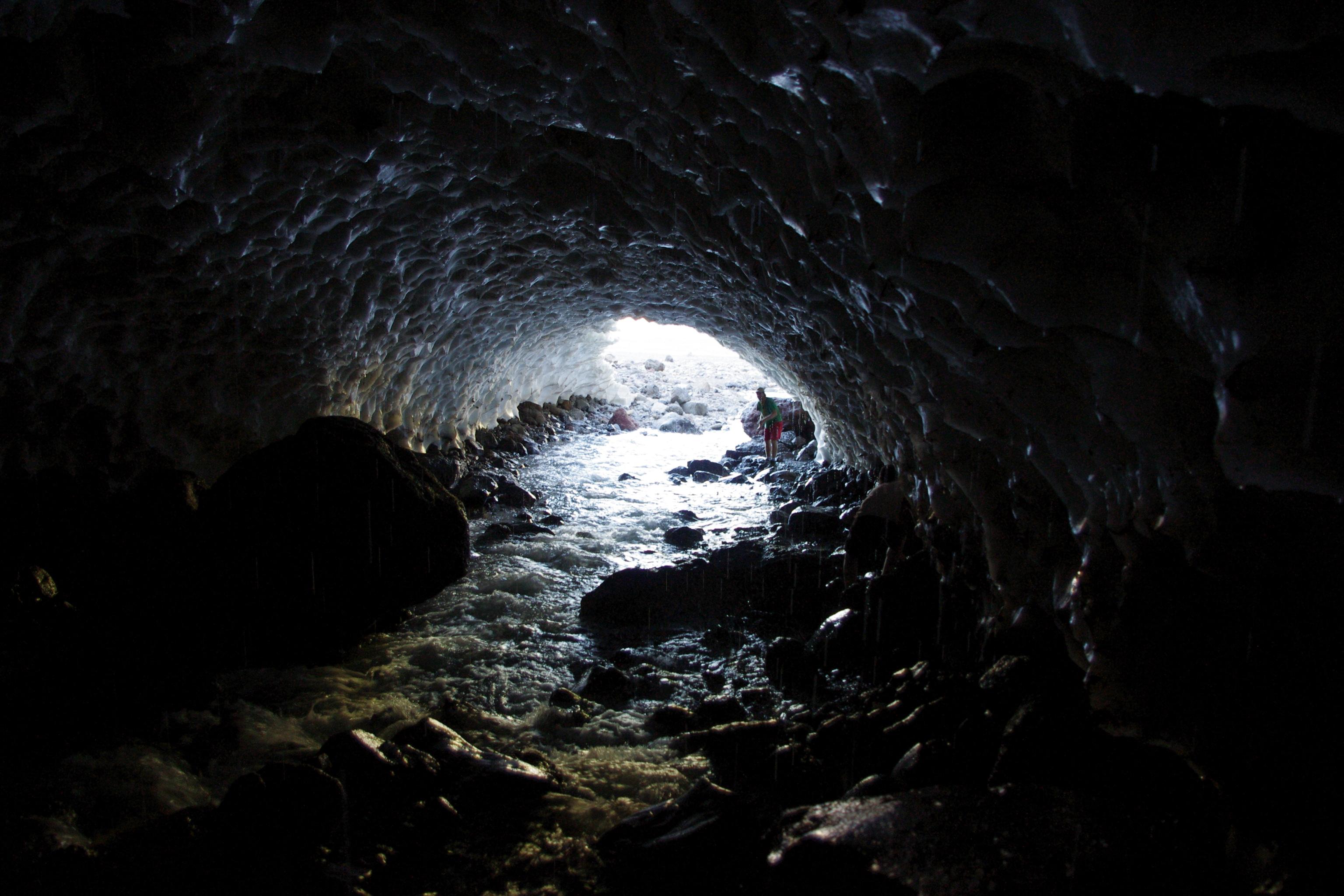 Il mito della caverna di platone di massimiliano for Modelli di caverna dell uomo
