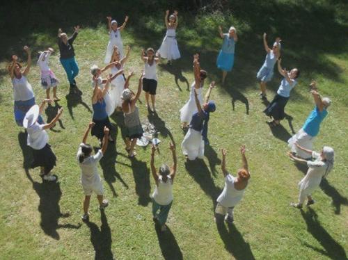 danza mani in alto